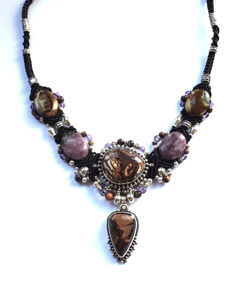 Isha Elafi Big Gio Necklace Black & Gold with an Opal