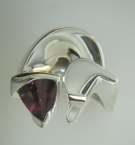 The Classic© Horse Ring in Silver with Trillion Garnet