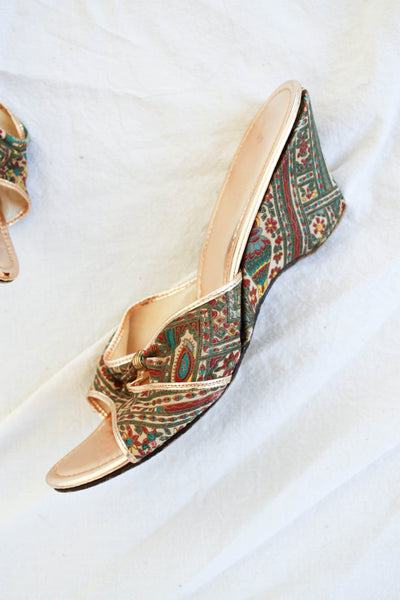 1940s Egyptian Revival Paisley Silk Wedges | 37 1/2
