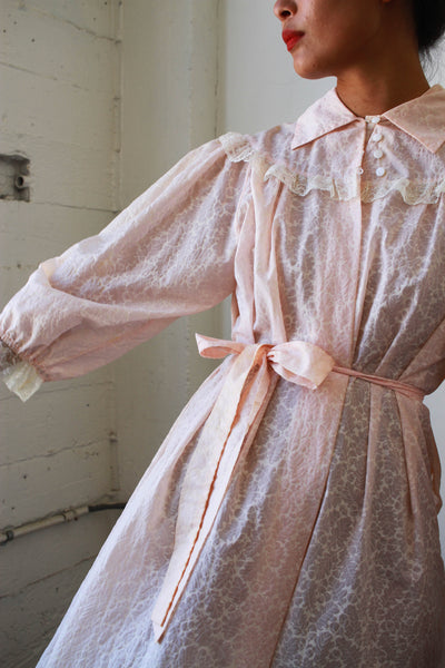 1940s Embossed Ballet Pink Dressing Gown