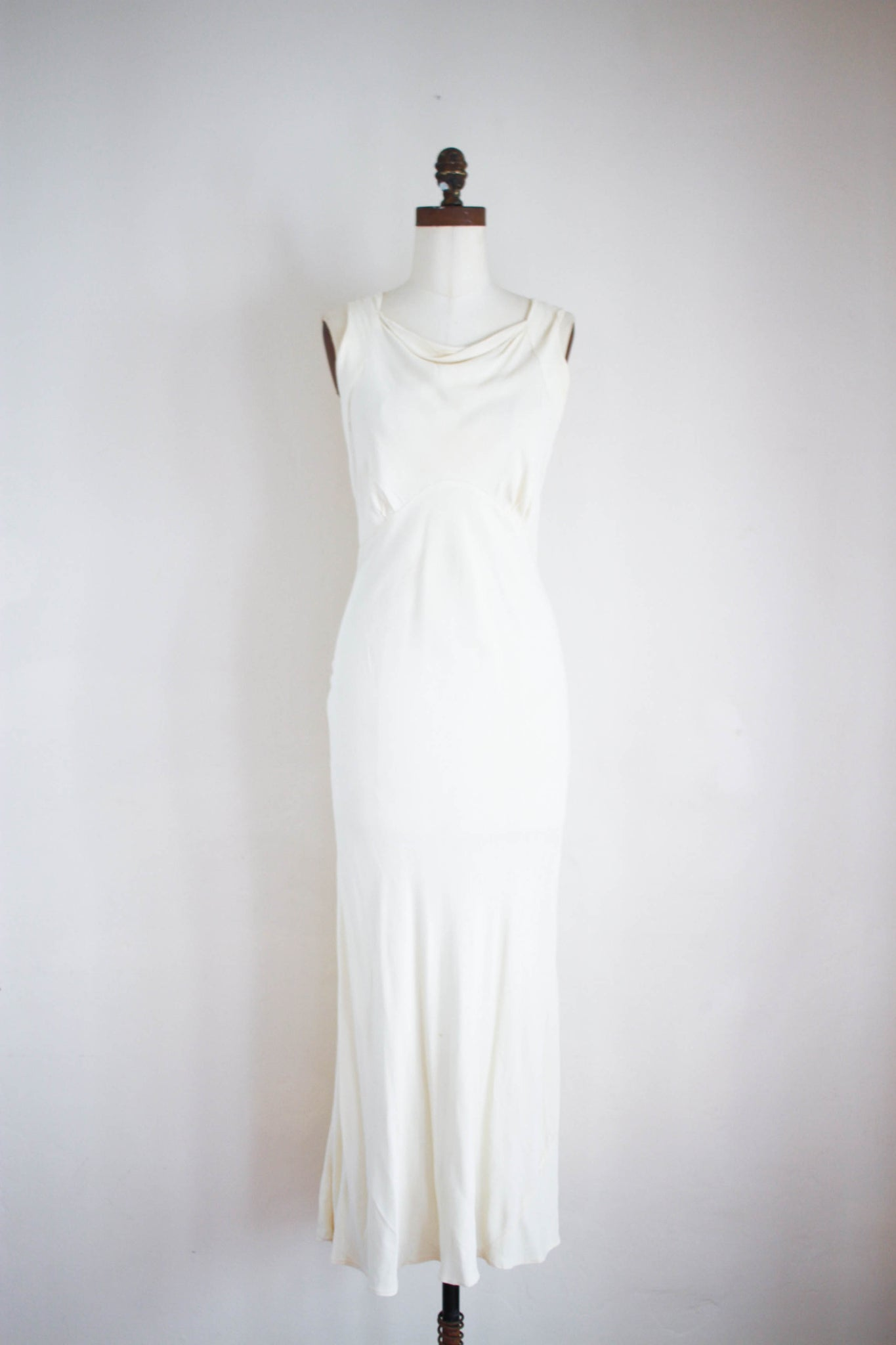 1930s Ecru Silk Crepe Bias Cut Gown