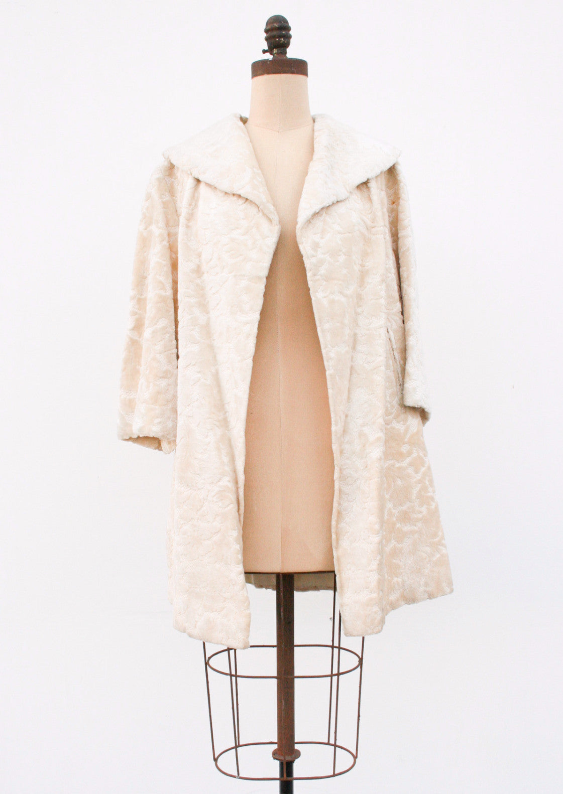 1950s Cream Brocade Velvet Coat