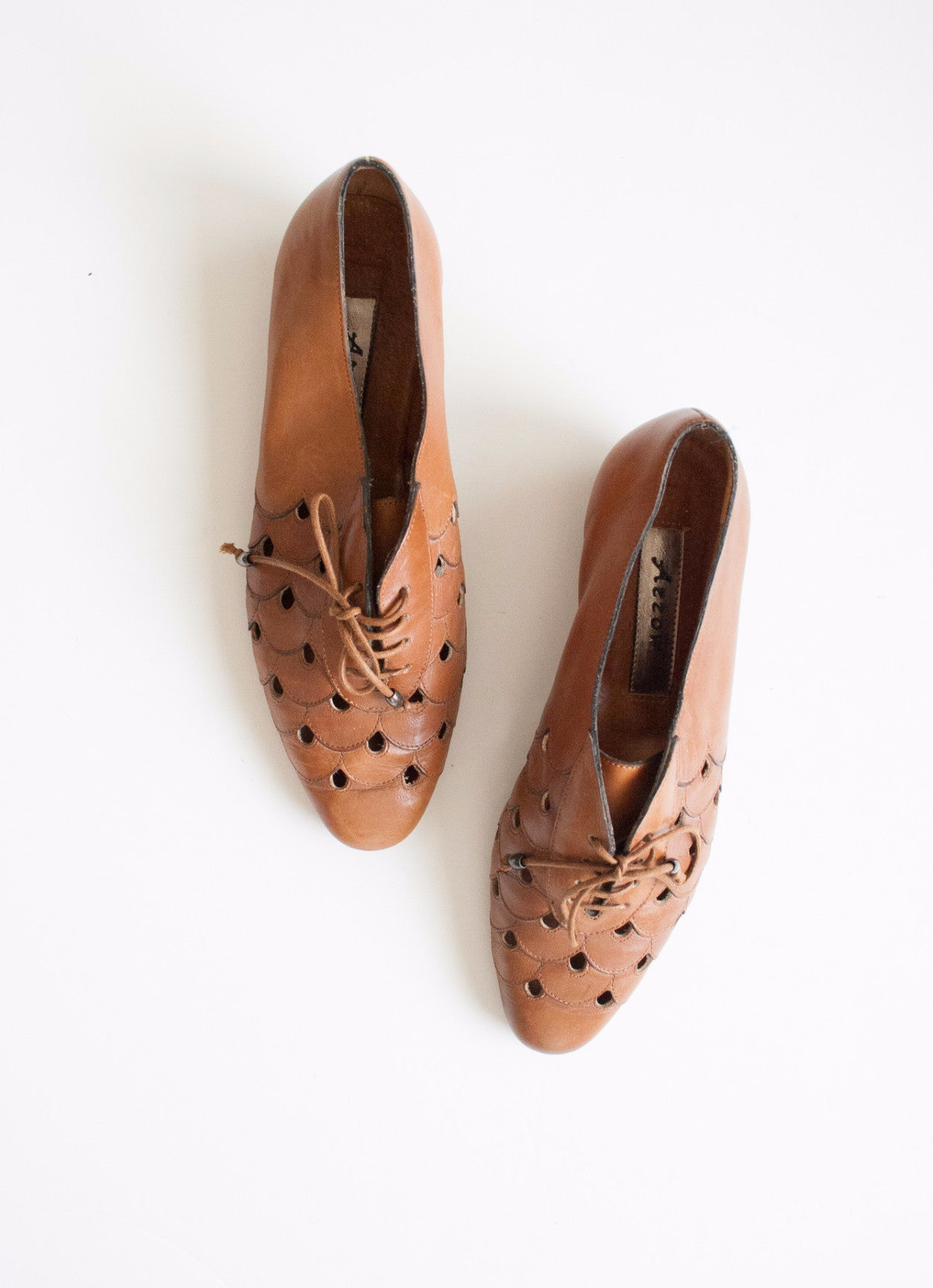 Scaled Cut Out Leather Shoes | 6.5