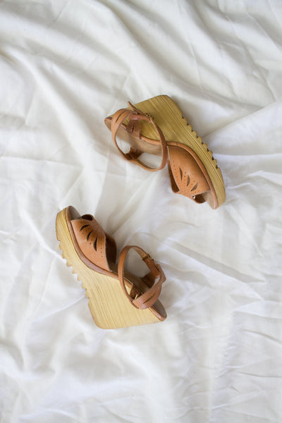 1960s Tan Leather Cut-out Wedge Platforms | 5