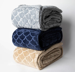 "Super Soft Scallop Design-Sherpa Reverse Plush Throw ""50' x ""70"""