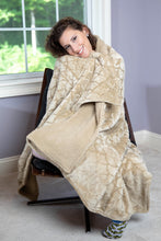 "Load image into Gallery viewer, Super Soft Scallop Design-Sherpa Reverse Plush Throw ""50' x ""70"""