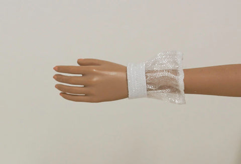 Doll Wrist Cuffs for 1/6 Scale Female Action Figures - White Ruffle - Doll Clothes - fits Phicen - Hot Toys - Cy Girls - Kumik