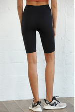 Seamless Above The Knee Biker Shorts in Black