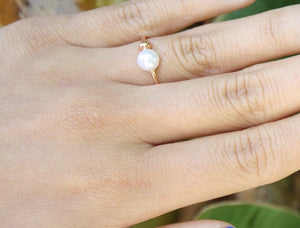 Edie Pearl Prong Ring
