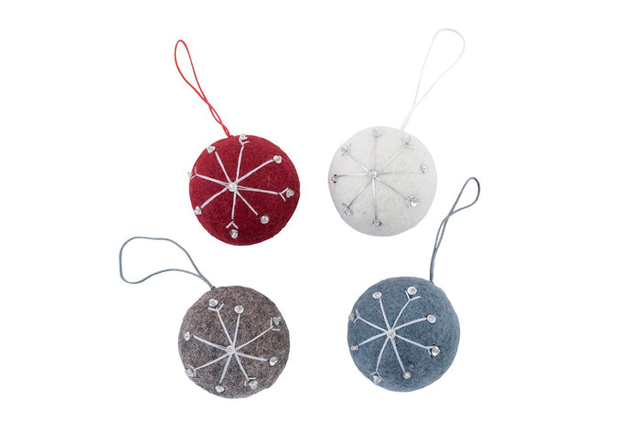 Christmas Decorations: Hanging  Ball w Snowflake Natural