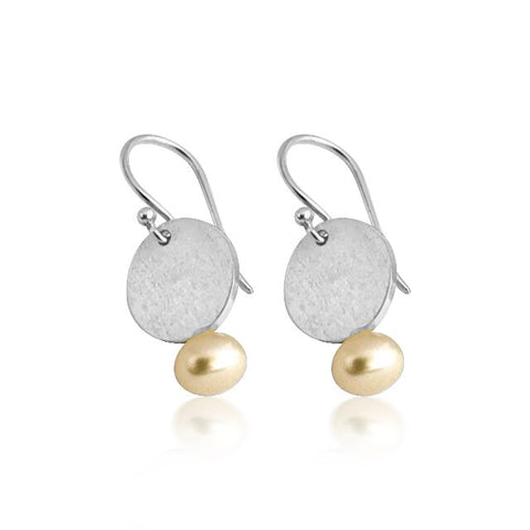 Matt drop earring with freshwater pearl