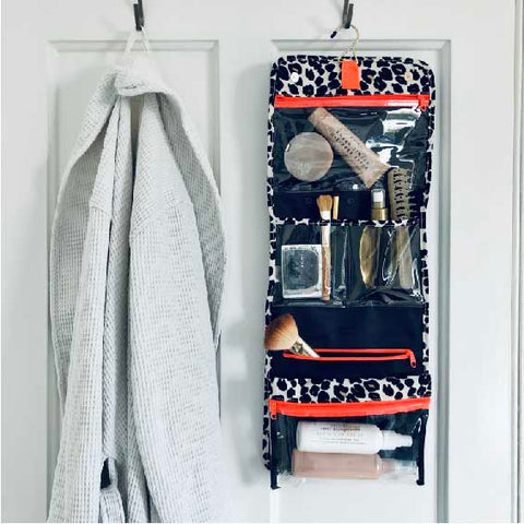 Hanging wash bag to organise toiletries and makeup