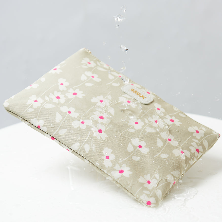 Cosmetic bag in waterproof coating