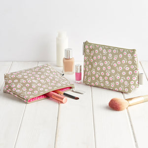 Daisy Sage makeup bag waterproof with pull zip