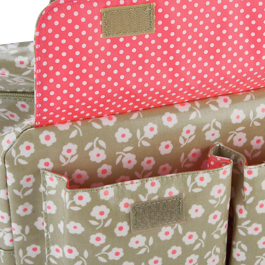 Large travel wash bag with handle and exterior pockets interior close up