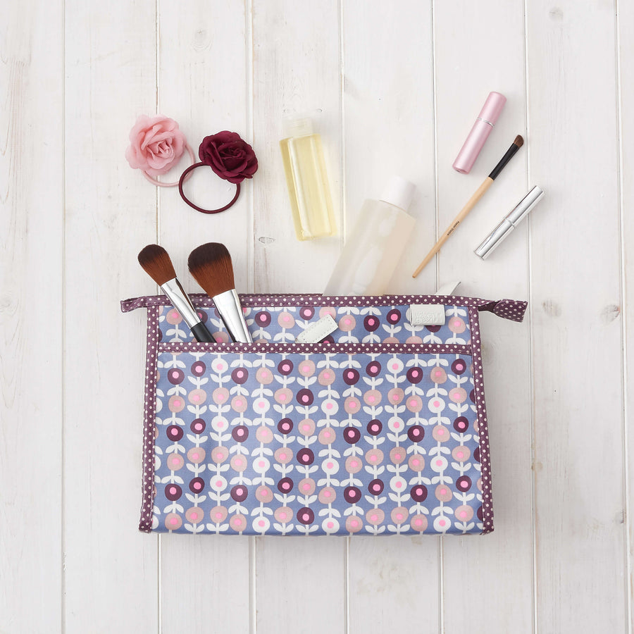 large clutch wash bag in lorton print