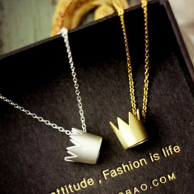 Fashion stereoscopic crown necklace