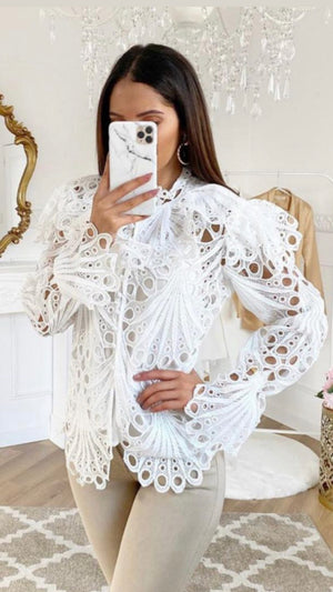 WHITE GUIPURE LACE BUTTON TOP