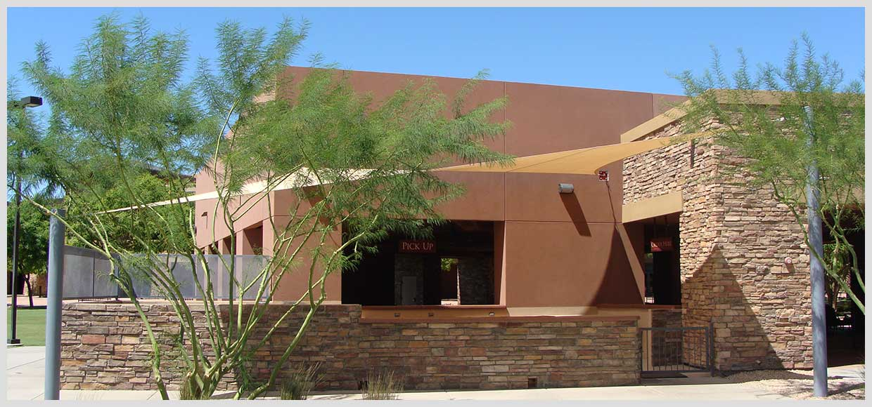 Shade sail over outdoor eating in Peoria, AZ