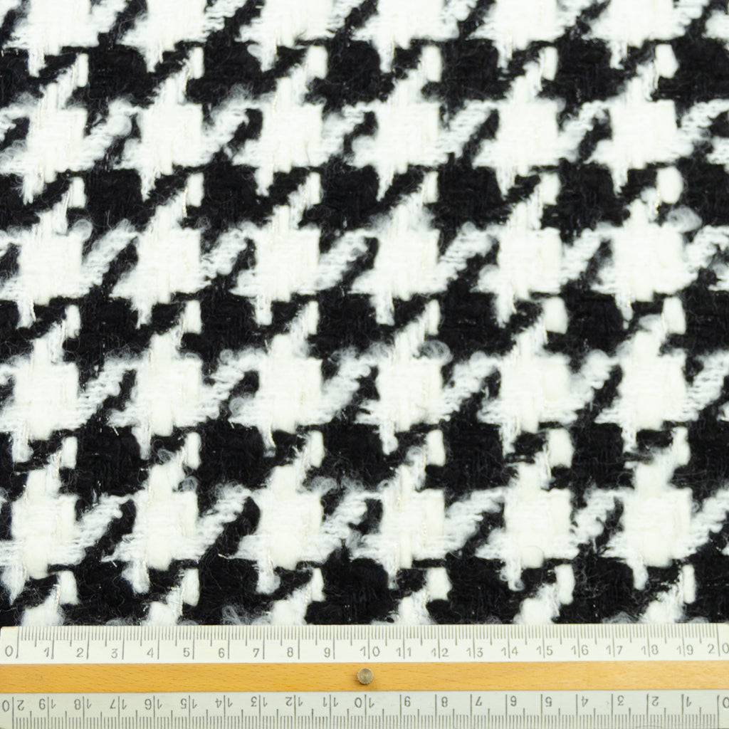 Cara Black White Houndstooth Tweed