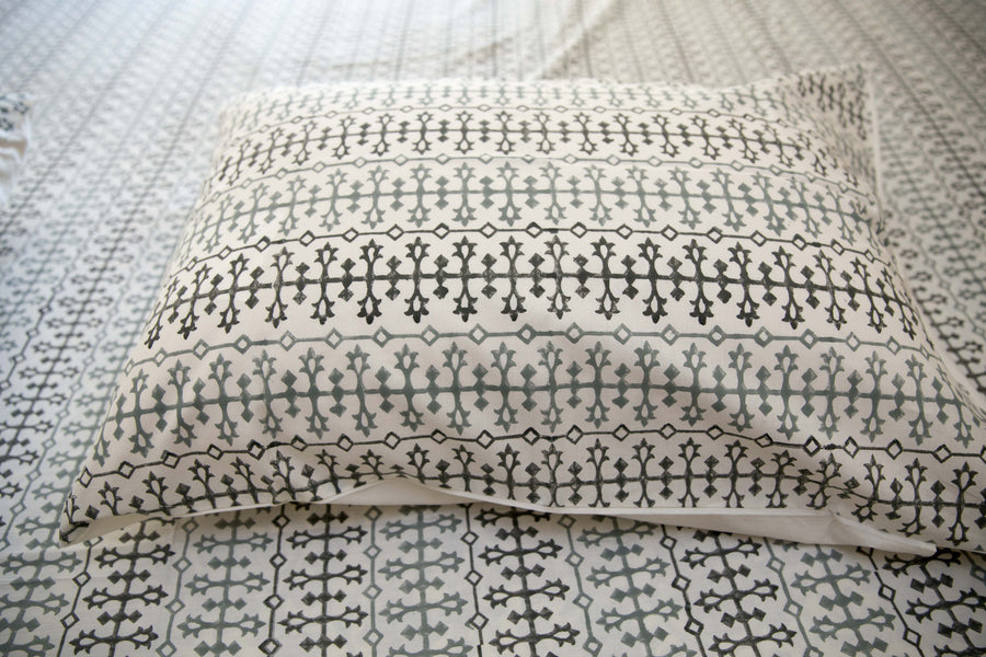Roysha 100% Handmade Block-Printed Bed Sheet with Pillowcases Off-white color - King Size