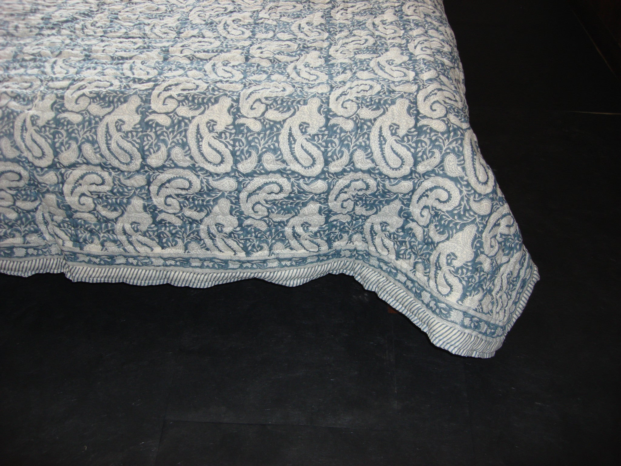 QBP 103 - Handmade, cotton, block printed quilt with paisleys in indigo blue - Pentagon Crafts