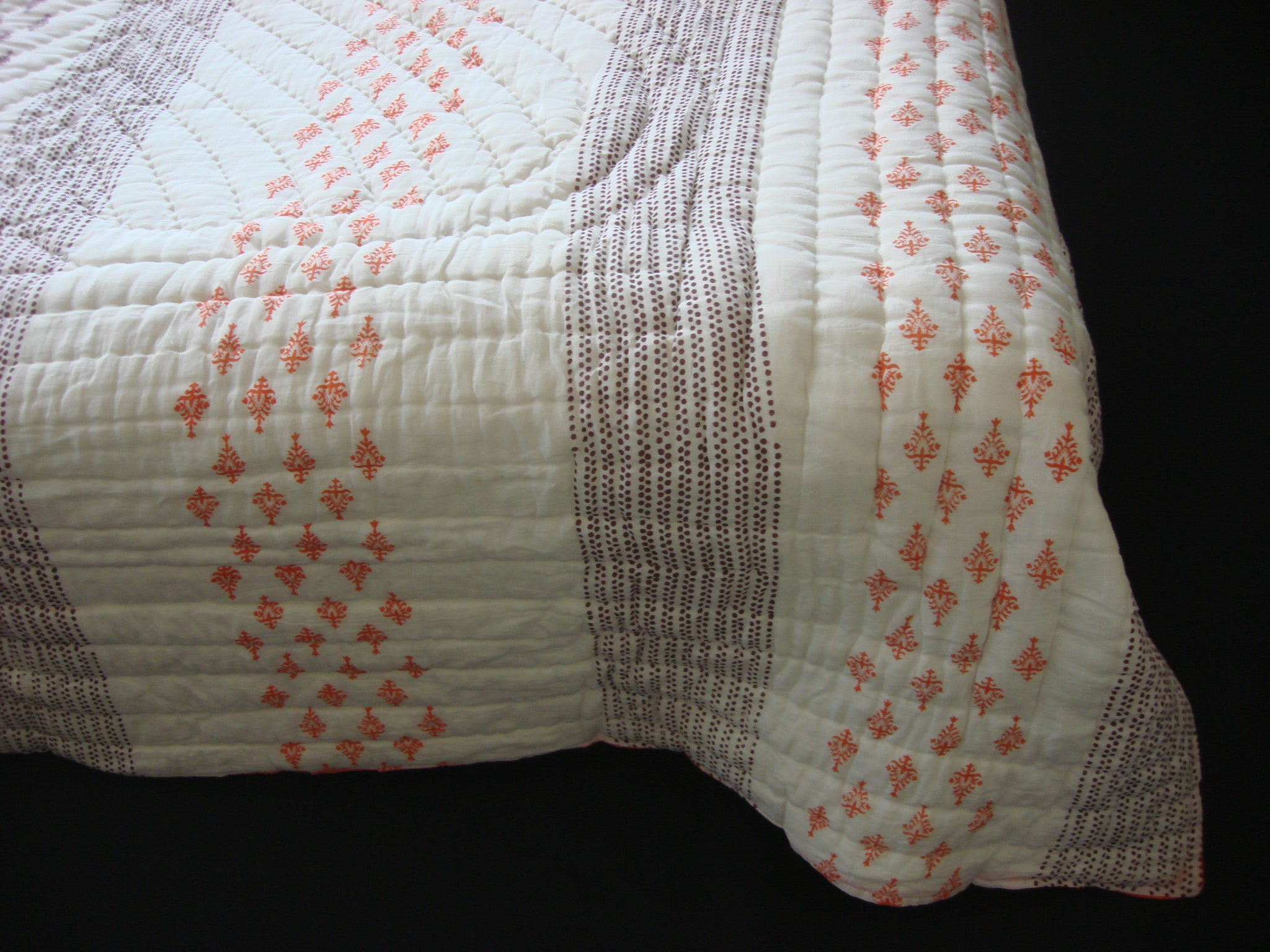 QBP 109 - Handmade, reversible, cotton, block printed quilt in sunny orange Egyptian design - Pentagon Crafts