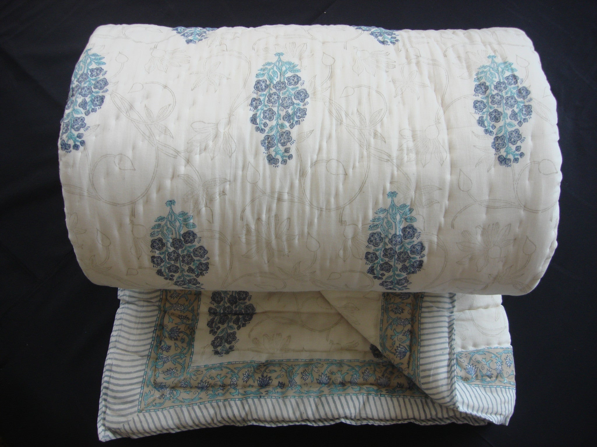 QBP 116 - Handmade quilt, cotton, block printed flower bunches in soft blue - Pentagon Crafts