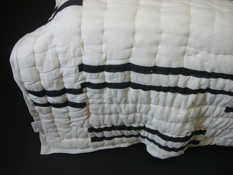 QBP 172 -100% Handmade Cotton Queen Quilt - Black on White design - Pentagon Crafts