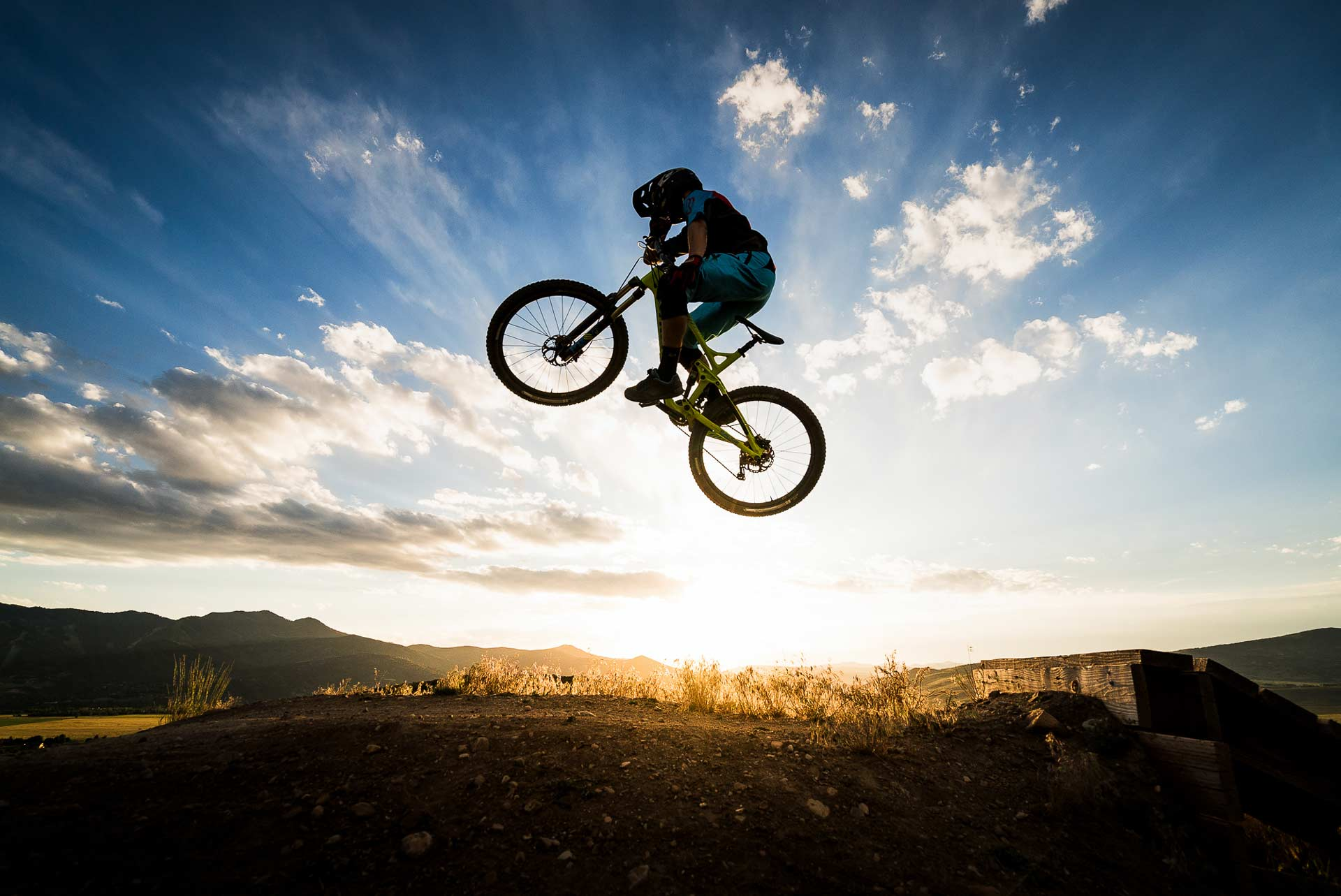 How to take great mountain bike photos - Step two: Shoot in the early mornings and late evenings.