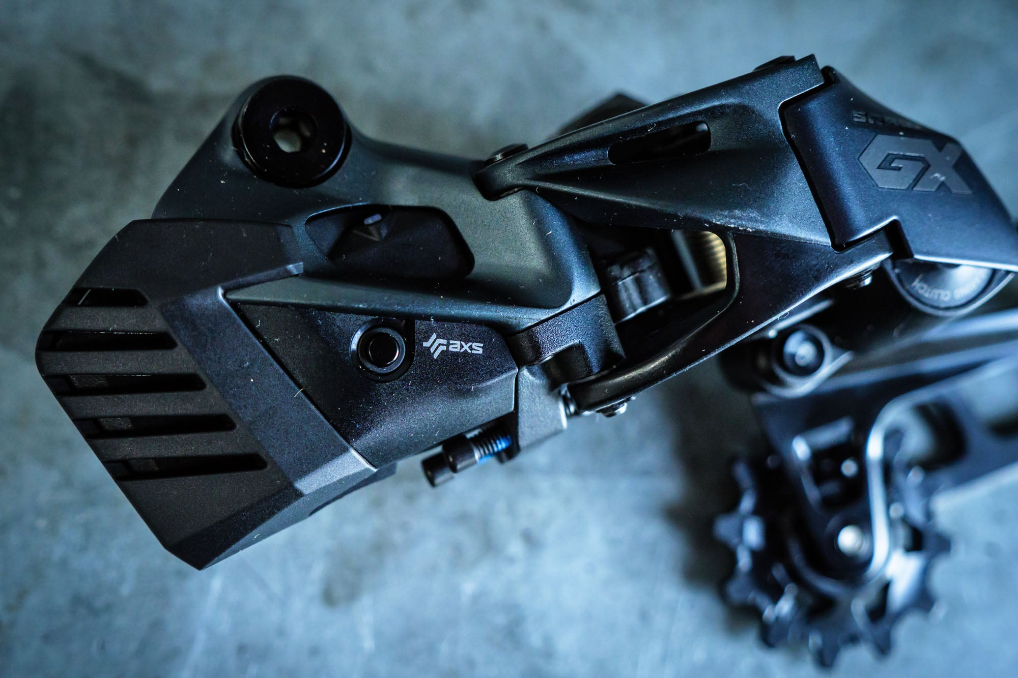 All the electronic components of the GX AXS derailleur, and even their housings, are identical to XX1 and X01 AXS.