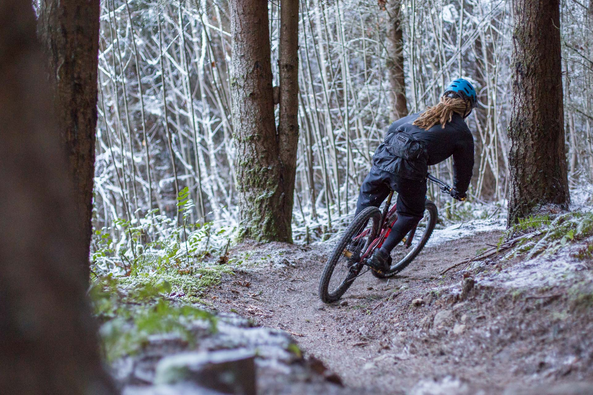 Cornering on the Fox Transfer equipped Santa Cruz Hightower