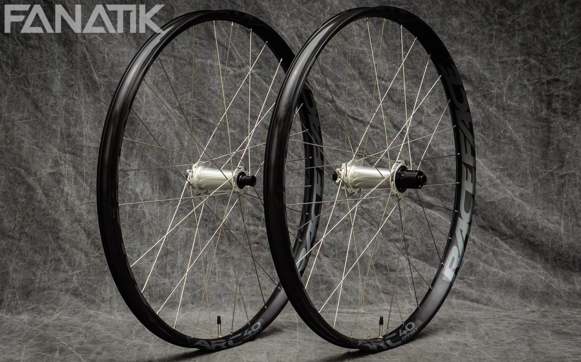 Race Face Arc 40 Offset/Industry Nine Torch Classic Custom Wheelset