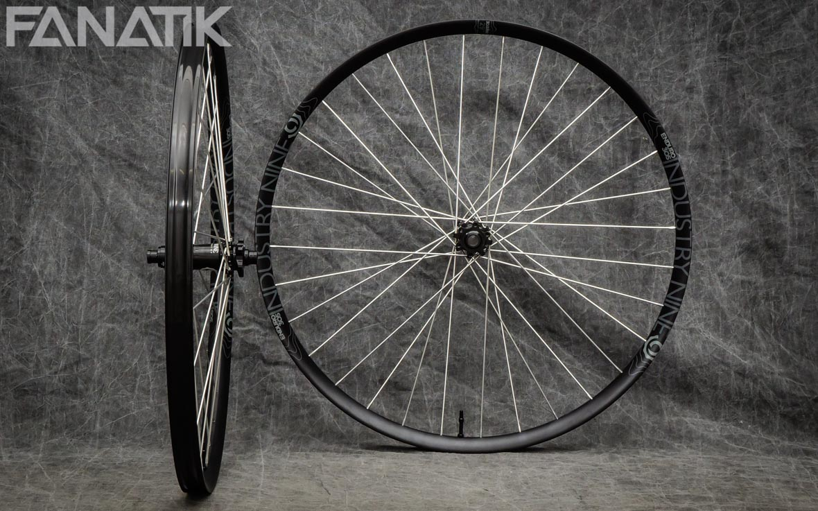 Industry Nine Enduro 305/Industry Nine Hydra Custom Wheelset