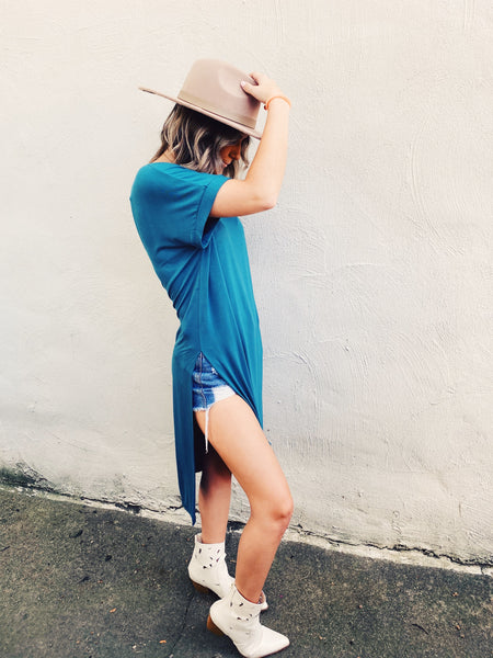 Love the Side Slit Tunic? Then snag this Emerald Long Jersey Tunic Top! Girl, tie this side slit tunic in a knot, leave it down, wear with flares, or shorts, grab your hat and booties or your ball cap and sneakers...there are just so many ways to style this Side Slit Tunic! Multitudes Boutique. Cutest Online Boutique.