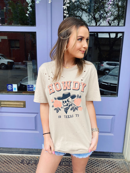 The Texas Till I Die Tee is a great Oversized Graphic T Shirt to add to your collection! This Texas T Shirt is a creamy grey color and is distressed! Wear this Skull T Shirt with  your distressed denim, booties, and a flat brim hat for a fun, punchy look! Multitudes Boutique. Cutest Online Clothing Store.