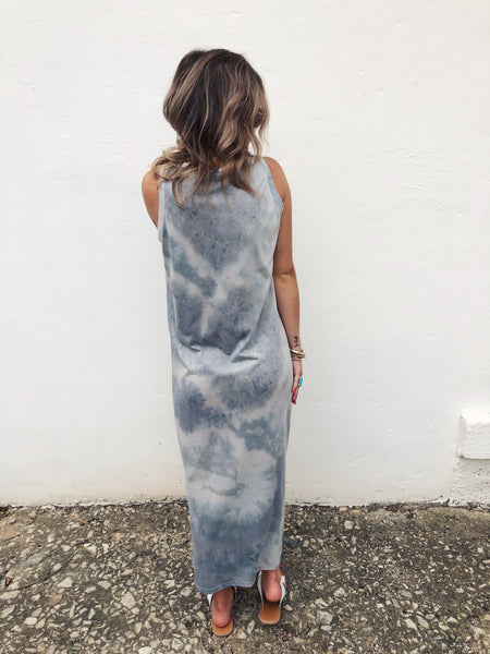 Looking for a Tie Dye Midi Dress? Then snag the Grey Tie Dye Midi Dress! If you want a trendy style to take you into fall, this Midi Dress is it! Tie the side slit in a knot and wear with your platform sandals today, then with an oversize tee and booties in the fall! Multitudes Boutique. Cutest Online Boutique.