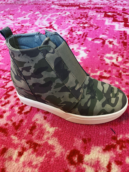 Camo Bowed Up Wedges