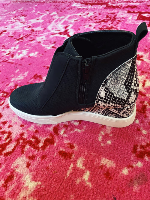 Looking for a pair of Hidden Wedge Sneakers? Check out these Raja Black Snakeskin Sneaker Wedges! You need these Black Sneaker Wedges! That pop of snakeskin on the back makes these wedge sneakers special! They're comfy, cute, and you're gonna LOVE them! Multitudes Boutique. Cutest Online Boutique.