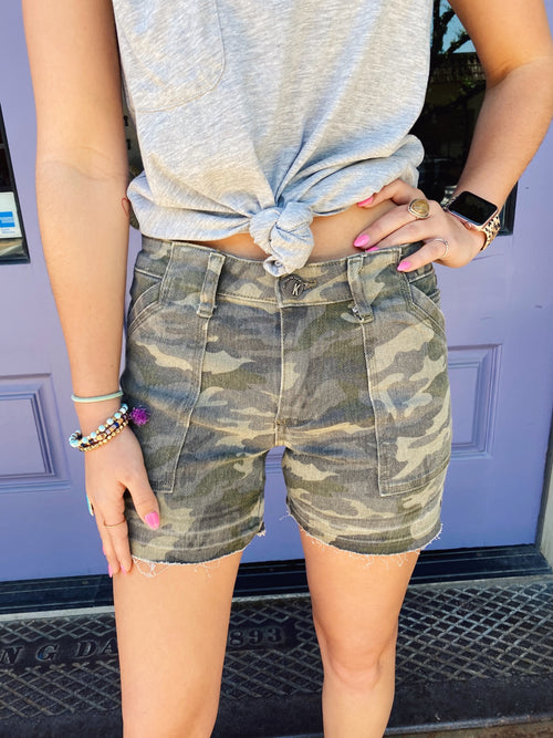 Complete your summer wardrobe with the always in style Alice Camo Print Short by Kut from the Kloth. Designed to be comfortably worn all day long, wear this pair with a simple top and comfortable sandals. Runs TTS. Multitudes Boutique. Cutest Online Clothing Store.
