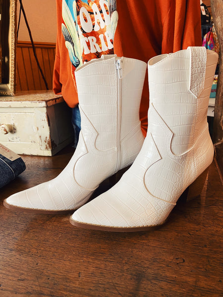 White Western Booties are the Must-Have boot of the season, so snag these Bambi White Croc Skin Booties by Matisse! These Western White Booties have an almond toe, a stacked heel, a curved topline, a double cowboy yoke, faux croc skin and pulls. You'll love 'em! Honeysuckle. Multitudes Boutique. Cutest Online Boutique.