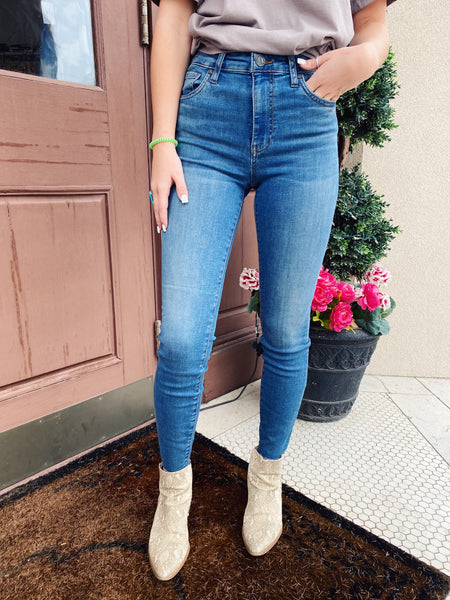 You will love the Connie High Rise Ankle Skinny Jeans in Evolution by Kut from the Kloth! Cut from soft cotton denim, this pair of slim fit jeans are a closet staple. These skinny jeans are designed with a sleek stone base wash, and will not lose their shape! Multitudes Boutique. Cutest Online Boutique.