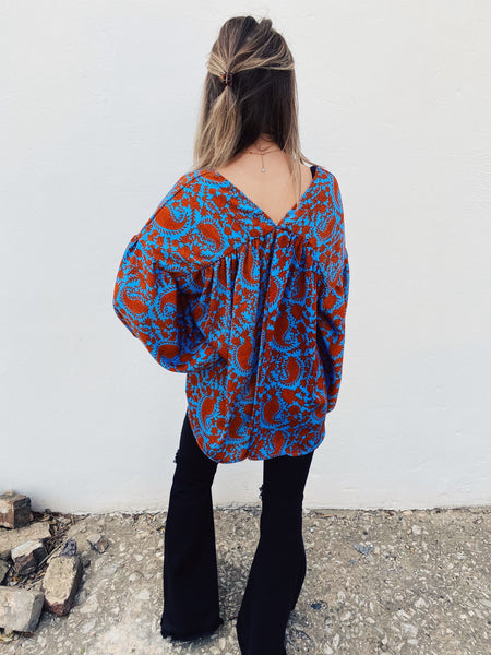 Babydoll Shirt by Multitudes. This Vibrant Paisley Balloon Sleeve Top is special and when you wear it, people will turn heads! We love the oversized fit, front and back v-neck, that blue and rust paisley print, and those Balloon Sleeves! This Babydoll Shirt is a Must-Have! Multitudes Boutique. Cutest Online Boutique.