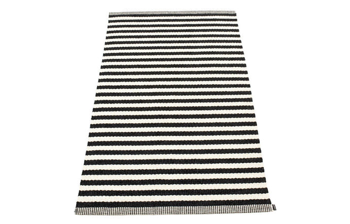 Duo Black & Vanilla Rug by Pappelina.