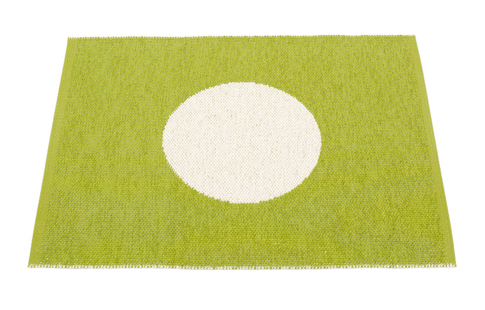Vera Small One Apple & Vanilla Rug by Pappelina.