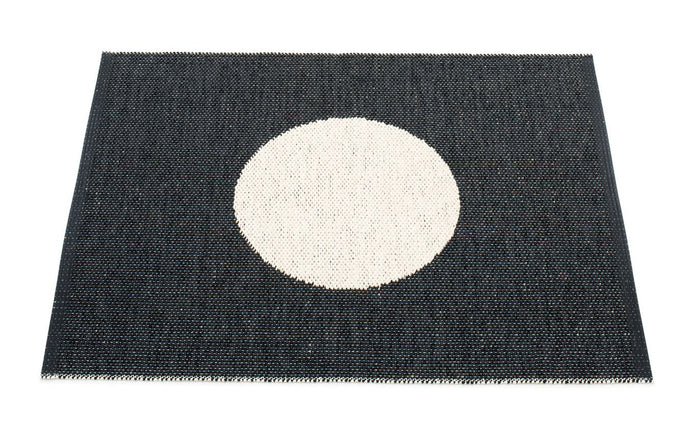 Vera Small One Black & Vanilla Rug by Pappelina.