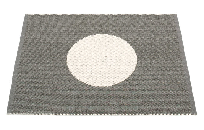 Vera Small One Charcoal & Vanilla Rug by Pappelina.