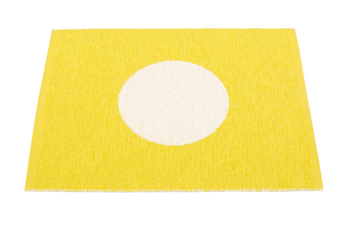 Vera Small One Lemon & Vanilla Rug by Pappelina.