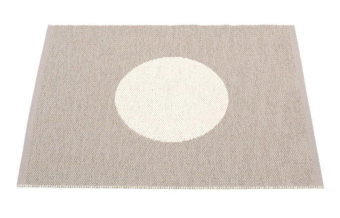 Vera Small One Mud & Vanilla Rug by Pappelina.