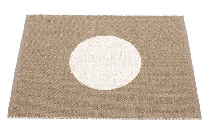 Vera Small One Nougat & Vanilla Rug by Pappelina.